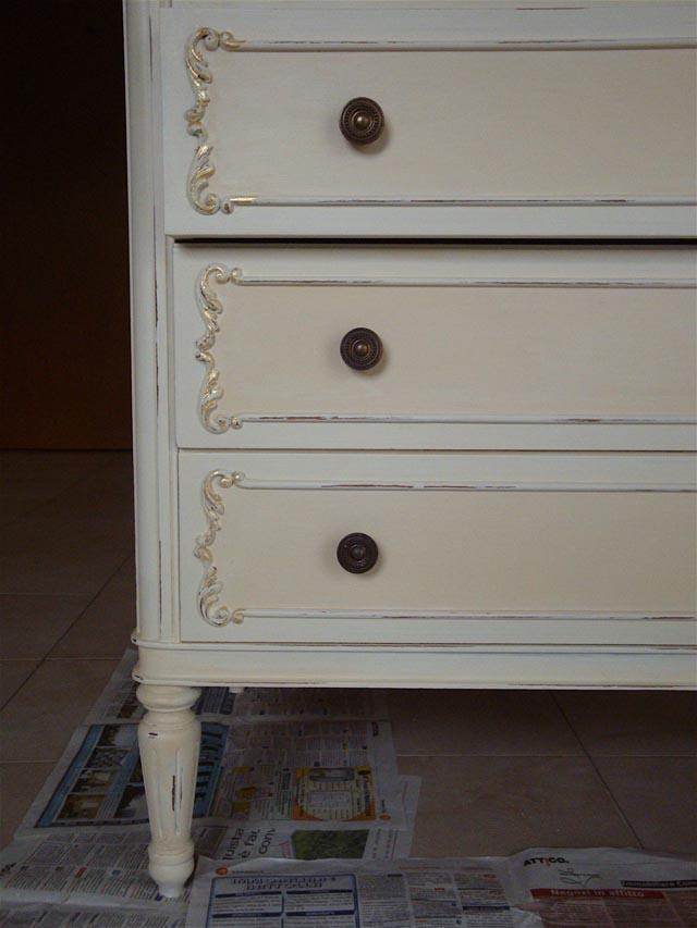 Decapaggio mobili bagno con mobili in legno decapato dipinti di bianco with decapaggio mobili - Mobili shabby chic come fare ...